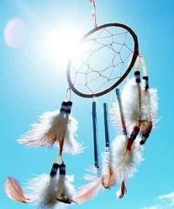 attrape rêve qui illustre les différentes pratiques et croyances sur les états modifiés de conscience / états d'hypnose